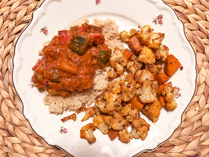 couscous met restje taco vulling en kant-en-klare vegan ratatouille uit glazen pot